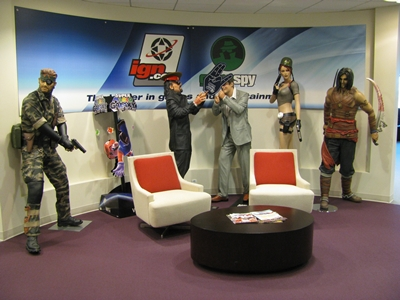 The statues at the IGN entrance